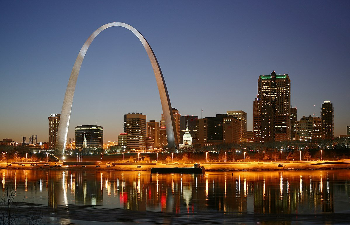 Saint Louis by night