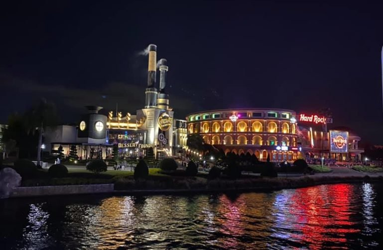 View of the lake and buildings, Universal CityWalk, Orlando